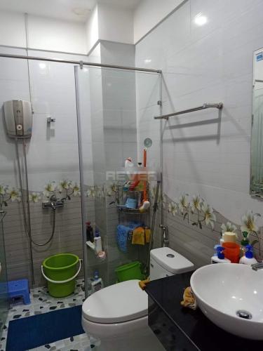 Nhà tắm nhà phố Quận 9 Nhà phố trung tâm quận 9, sổ hồng đầy đủ, sân thượng rộng rãi.