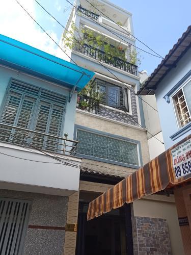 Bán nhà hẻm đường Lạc Long Quân, dân cư sầm uất, tiện ích đa dạng.