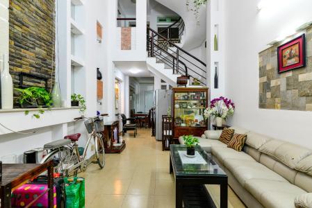 Cho thuê nhà phố hẻm Nguyễn Thiện Thuật, 2 tầng, 5 phòng ngủ, cách Ngã 6 Lý Thái Tổ 700m