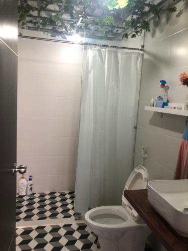 Phòng tắm căn hộ Sunrise Riverside Căn hộ Sunrise Riverside tầng 15, view thành phố và sông.
