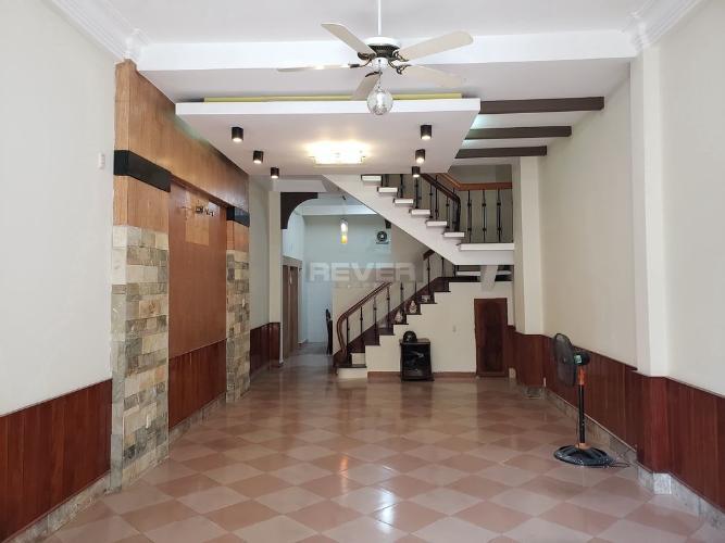 Nhà hẻm Điện Biên Phủ Q. 10, nội thất cơ bản, hướng Đông Nam.