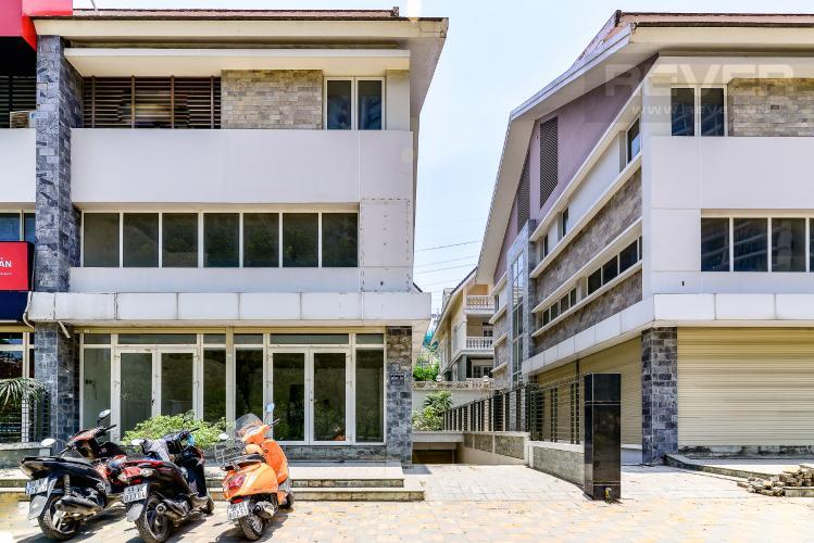Mặt Tiền Biệt thự 3 phòng ngủ đường Nguyễn Hữu Thọ Nhà Bè