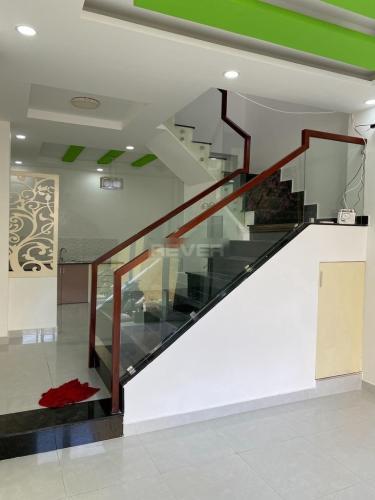 Cầu thang nhà phố Âu Dương Lân, Quận 8 Nhà phố đẹp khu an ninh, dân cư sầm uất, hướng Tây Bắc.