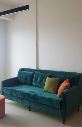 sofa phòng khách căn hộ The Sun, Quận 2 Căn hộ The Sun Avenue tầng trung Block 7 view thoáng mát.