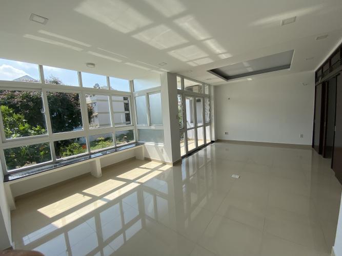 PHÒNG NGỦ 3 biệt thự KDC Nam Long Q7 Biệt thự KDC Nam Long nội thất cơ bản, tông trắng, thiết kế hiện đại.