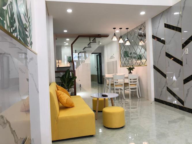 Phòng khách nhà phố Quận Gò Vấp Nhà phố Q.Gò Vấp diện tích đất 3.01m x13.95m, nội thất cơ bản.