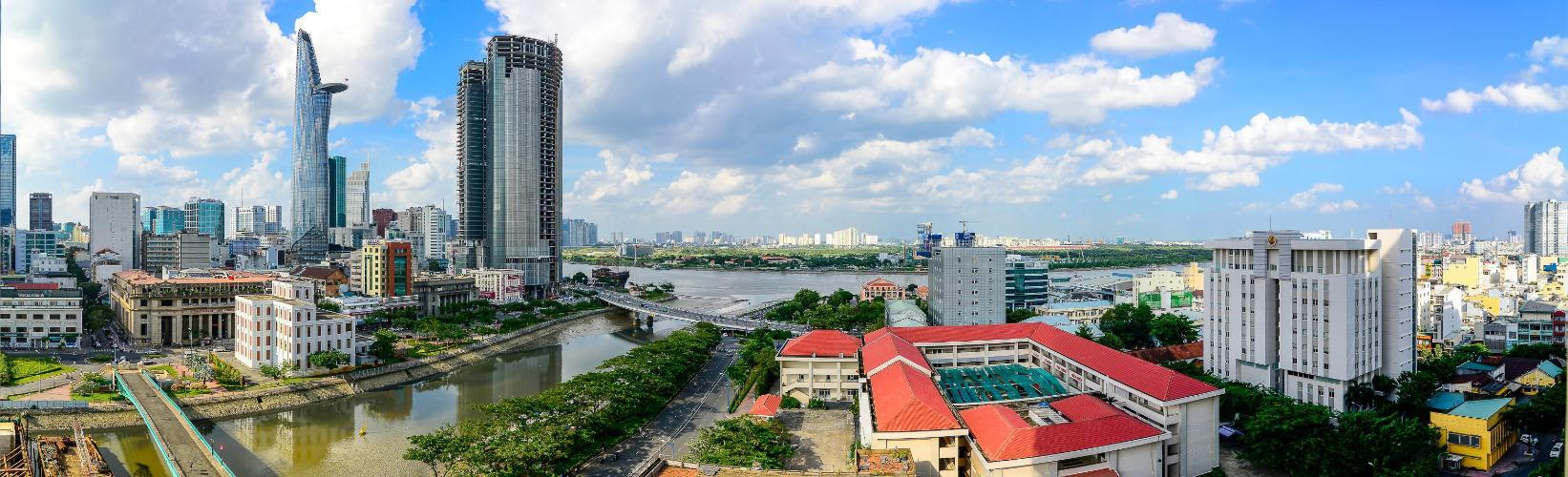 View ban công Saigon Royal Căn hộ Saigon Royal tháp A tầng cao 3 phòng ngủ, view hướng Bitexco.