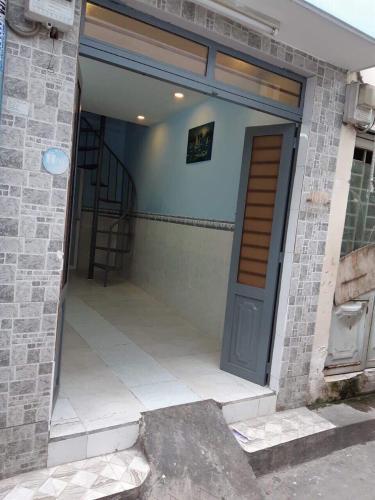 Bán nhà phố 2 tầng, đường hẻm Nguyễn Văn Trỗi, phường 8, quận Phú Nhuận, diện tích đất 14m2, sổ hồng đầy đủ.