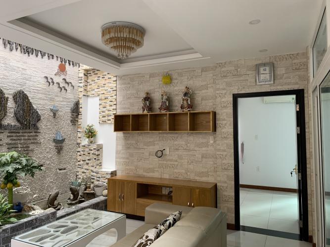 Phòng khách nhà phố Nhà phố đường Nguyễn Tư Giản hướng Đông Nam, hẻm 5m thoáng rộng