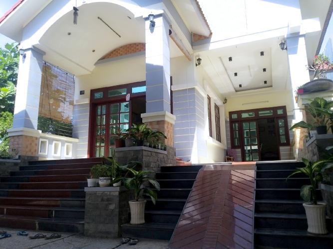 Mặt tiền biệt thự Bờ Tây, Nhà Bè Biệt thự diện tích 604m2, ngã Tư Phạm Hùng Nguyễn văn Linh.