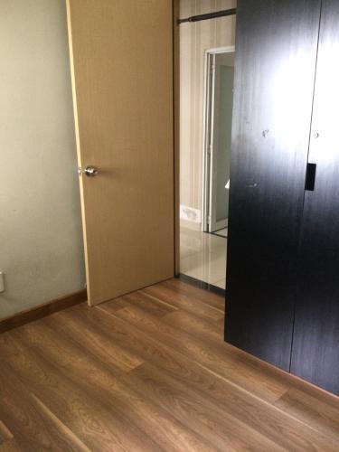 Phòng ngủ Oriental Plaza, Tân Phú Căn hộ Oriental Plaza nội thất cơ bản, ban công hướng Đông Nam.
