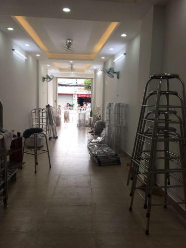 Tầng trệt nhà phố quận Bình Thạnh Nhà mặt tiền đường Bạch Đằng, cách chợ Bà Chiểu 500m, sổ hồng đầy đủ.