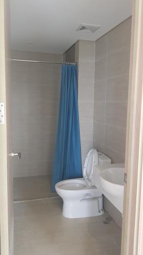 Phòng tắm  căn hộ Vinhomes Grand Park Căn hộ Vinhomes Grand Park nội thất cơ bản, view hồ bơi nội khu.