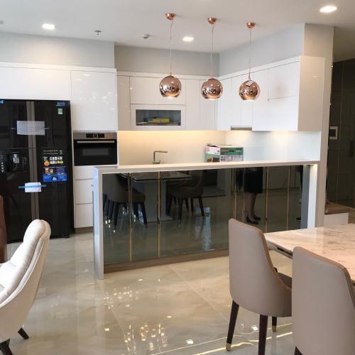bếp Căn hộ Vinhomes Golden River nội thất đầy đủ, tầng cao.