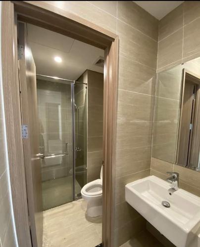 Toilet Vinhomes Grand Park Quận 9 Căn hộ Vinhomes Grand Park 2 phòng ngủ view sông và thành phố.