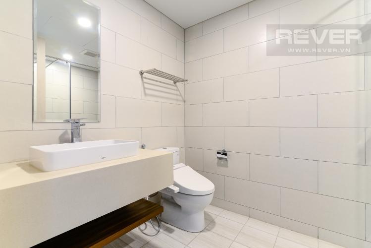 Phòng Tắm 1 Cho thuê căn hộ Waterina Suites 3PN, tầng trung, nội thất cơ bản, view sông và Landmark 81