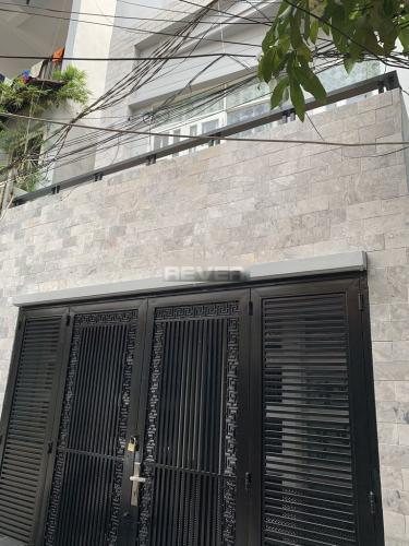 Nhà phố diện tích sử dụng 125m2, hiện trạng còn mới.