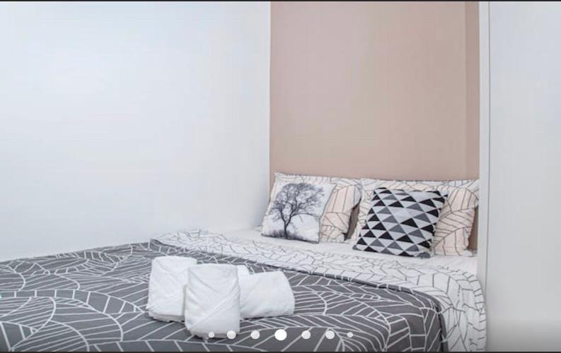 Phòng ngủ Vinhomes Golden River, Quận 1 Căn hộ Vinhomes Golden River tầng trung, view Landmark 81.