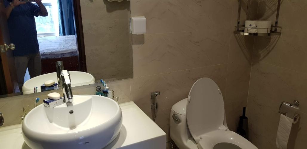 Toilet Vinhomes Central Park Căn hộ Vinhomes Central Park tầng trung, hướng nội khu thoáng mát.