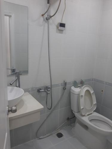 Nội thất phòng tắm căn hộ Sky Garden 3 Căn hộ Sky Garden 2 phòng ngủ thiết kế hiện đại, view thành phố.