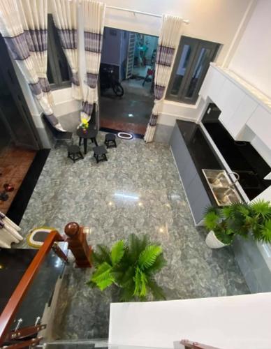 Không gian nhà phố Nhà phố mới xây 3 mặt tiền diện tích đất 6mx6m, hướng Đông Bắc.