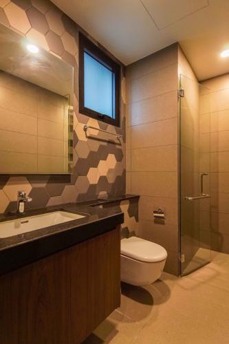 Phòng tắm căn hộ D'EDGE Cho thuê căn hộ D'Edge view thành phố thoáng mát, đầy đủ nội thất.