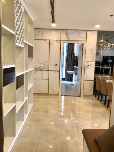 phòng khách Căn hộ Vinhomes Golden River nội thất đầy đủ, tầng cao.