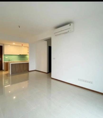 PHÒNG KHÁCH căn hộ One Verandah Căn hộ One Verandah nội thất cơ bản, ban công thoáng mát.