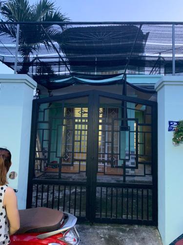Bán nhà phố đường hẻm Nguyễn Văn Tăng phường Long Thành Mỹ quận 9, diện tích đất 72.8m2, đầy đủ nội thất