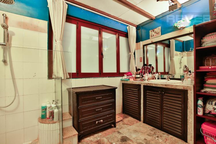 Toilet Bán nhà 2 tầng 3 phòng ngủ đường Thái Văn Lung, Quận 1