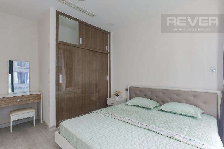 Phòng Ngủ 1 Bán hoặc cho thuê căn hộ Vinhomes Golden River 2PN, tầng cao, đầy đủ nội thất, view sông Sài Gòn