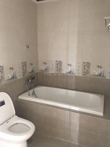 Phòng tắm Remax Plaza, Quận 6 Căn hộ Remax Plaza tầng 5, view nội khu công viên mát mẻ.