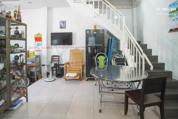 Cầu thang nhà phố Nhà Bè Bán nhà 2 tầng đường Đào Sư Tích, Nhà Bè, thổ cư 80m2, nội thất cơ bản, cách đường Nguyễn Bình 1km