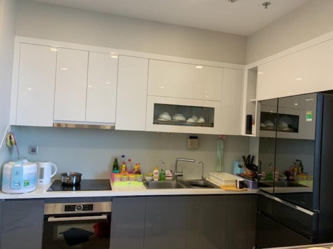 can-ho-VINHOMES-GOLDEN-RIVER Bán căn hộ Vinhomes Golden River 2PN, nội thất cơ bản, view sông thông thoáng