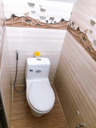 Phòng tắm nhà phố Bình Tân Nhà phố diện tích đất 4mx8m nằm trong hẻm xe hơi, hướng Tây Bắc.