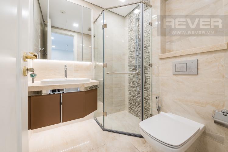 Phòng tắm Căn officetel Vinhomes Golden River tầng cao, nội thất đầy đủ, cho thuê giá tốt