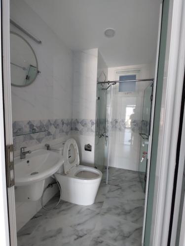Nhà vệ sinh Conic Riverside, Quận 8 Căn hộ Conic Riverside tầng trung, view nội khu yên tĩnh.
