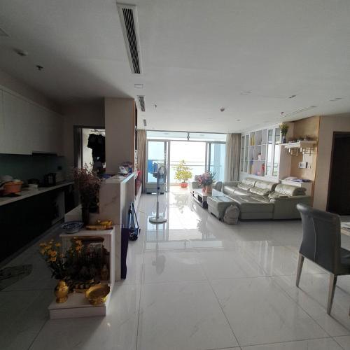 Bán căn hộ tầng cao Vinhomes Central Park, 4 phòng ngủ, diện tích 155m2, đầy đủ nội thất, ban công hướng Đông Nam