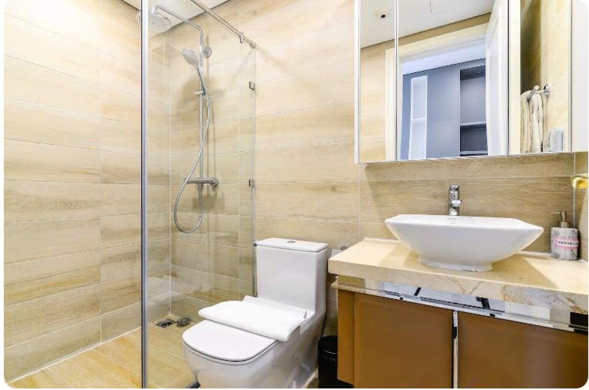 18 Bán căn hộ Vinhomes Golden River 2PN, tháp The Aqua 1, nội thất cơ bản, view sông và Landmark 81
