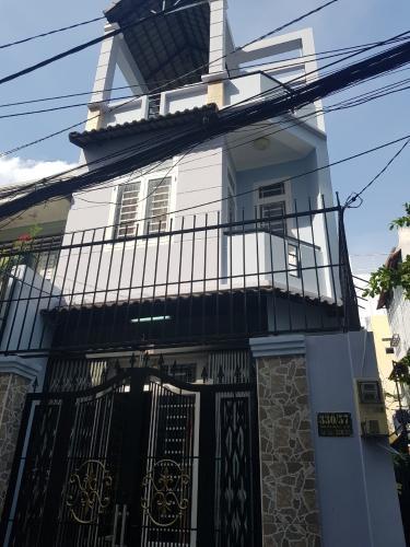 Bán nhà hẻm Q. Bình Thạnh, cách Phạm Văn Đồng 100m, sổ hồng chính chủ.