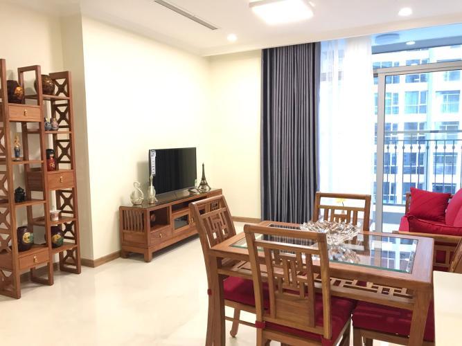 Phòng khách Vinhomes Central Park Căn hộ Vinhomes Central Park ban công hướng Nam, view đón gió.