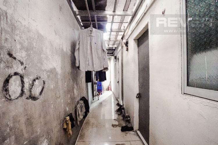 Lối đi lầu 1 Bán nhà nằm tại địa chỉ 156/50 Nguyễn Thị Thập, diện tích sử dụng 65,9m2, view nội khu