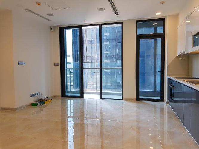 Bán căn hộ Vinhomes Golden River tầng cao, diện tích 72m2 - 2 phòng ngủ, không có nội thất.