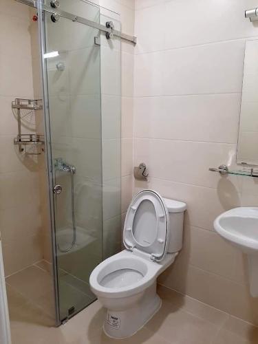 Toilet Moonlight Park View Căn hộ Moonlight Park View tầng trung, 3 phòng ngủ, view nội khu.