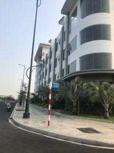 Cho thuê căn hộ Thủ Thiêm Lakeview, diện tích 305m2, bàn giao nhà thô, ban công hướng Đông