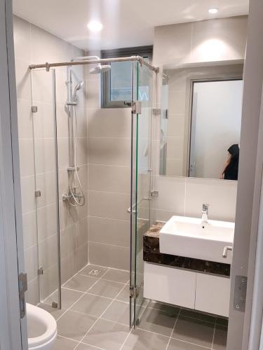 toilet  The Gold View Căn hộ The Gold View đầy đủ nội thất, view nội khu thông thoáng.