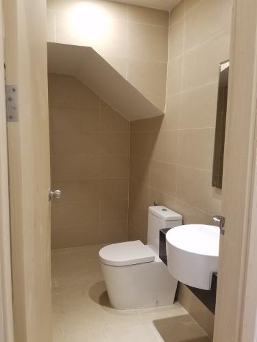 Toilet Vinhomes Golden River, Quận 1 Shophouse Vinhomes Golden River hướng Tây Nam, nội thất cơ bản.