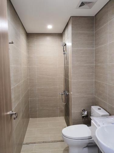 Nhà wc căn hộ Vinhomes Grand Park Căn hộ Vinhomes Grand Park tầng 16 nội thất cơ bản, view nội khu.