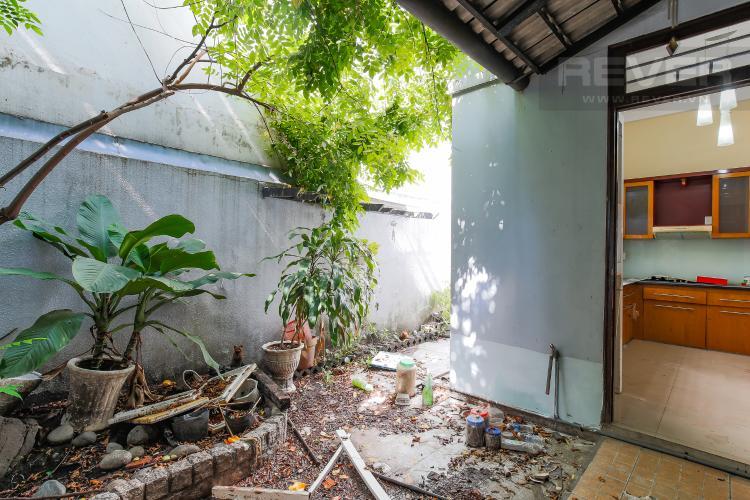 Vườn sau nhà Biệt thự 4 phòng ngủ đường Lý Phục Man Quận 7