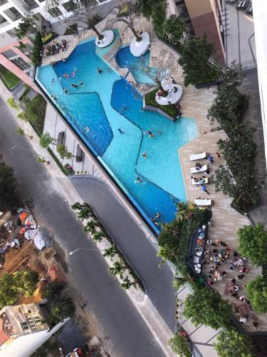 Tiện ích căn hộ The Sun Avenue Căn hộ The Sun Avenue tầng trung, view sông và hồ bơi.